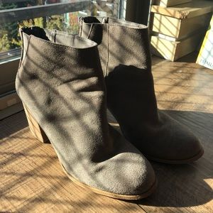 Grey/Tan Suede Boots